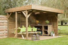 Houten terrasoverkapping voor uit de wind loungen in de tuin. Luxe Buitenverblijf van hout. Nieuw bij Buitenwarenhuis