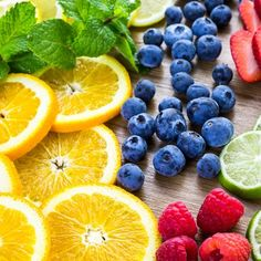 Find the Top 5 Fruit Infused Water bottle Recipes right here! Fruit Water Recipes, Veggie Smoothie Recipes, Juice Cleanse Recipes, Green Juice Recipes, Healthy Juice Recipes, Fruit Infused Water, Juicer Recipes, Infused Water Bottle, Healthy Breakfast Recipes