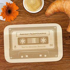 Frühstücksbrett Frühstücksmix - Mixtape - Personalisiert ist ein edles Frühstücksbrettchen mit Namen im Kassettenlook.