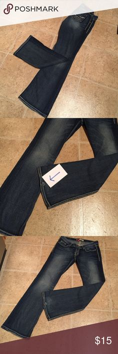 BKE STELLA STRETCH Jeans 28 x 31 1/2 Super cute pockets! Distressed BKE Stella jeans size 28 x 31 1/2. Small hole at the bottom of the back leg   Small amount of fraying. See pictures. No stains. BKE Jeans Boot Cut