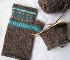 Learn this technique while knitting a pair of fingerless mitts. Both are easy, this is like learning two lessons in one! From the Stitcherati, the free pattern is a link on her blog, HERE