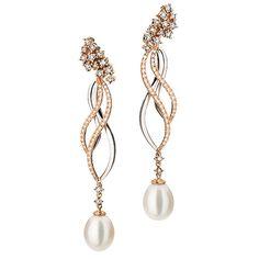 Brinco em Ouro branco e Ouro rosê com diamantes e perolas I Love Jewelry, Pearl Jewelry, Diamond Jewelry, Jewelery, Vintage Jewelry, Fine Jewelry, Jewelry Design, Pearl Earrings, Drop Earrings