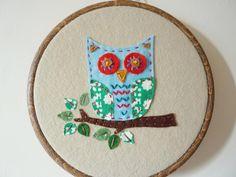 So cute! ~ embroidery hoop owl wall hanging.