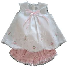 Batinha with short hand embroidered pink lace - 03 á 06 months Baby Girl Fashion, Toddler Fashion, Baby Dress Patterns, Sewing Patterns, Baby Dress Design, Baby Frocks Designs, Handmade Baby Clothes, Baby Sewing Projects, Frocks For Girls