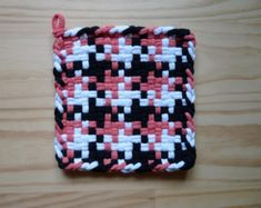 Pink Black and White Pinwheel Pattern Vintage Style Woven Cotton Loop Loom Potholder Retro Modern Kitchen
