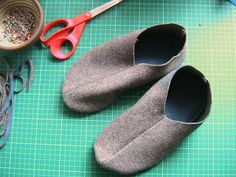 You will need woolen fabric, i have used an old woolen blanket from the thrift store. Fleece to line the sole. Bias binding. I u...