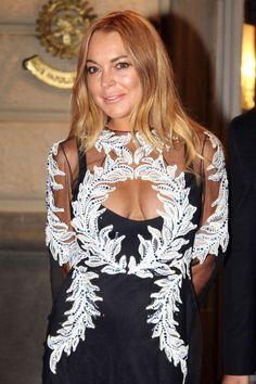 Holy moly wat een foei lelijke jurk heeft Lindsay Lohan hier aan. Wat is het? Kan je ermee vliegen? Meer lelijke jurk foto's hier: http://prutsfm.nl/prutsfm/?p=109063