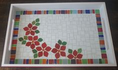 Bandeja com flores, by Schandra Mosaico Mosaic Tray, Mosaic Glass, Mosaic Furniture, Mosaic Garden Art, Mosaic Madness, Mosaic Projects, Mosaic Patterns, Christmas Cards, Kids Rugs