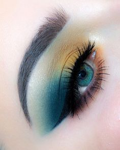 much is it to get eye makeup done at mac makeup examples makeup remover target eye with makeup tutorial makeup for brown eyes makeup over 55 makeup with grey dress makeup style Creative Eye Makeup, Eye Makeup Art, Cute Makeup, Gorgeous Makeup, Pretty Makeup, Eyeshadow Makeup, Eyeliner, Crazy Eyeshadow, Dior Makeup
