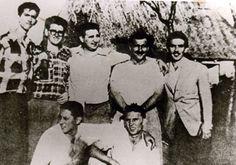 El abogado Fidel Castro, junto a un grupo de jóvenes que luego le acompañarían a la gesta del Moncada.