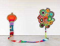 Carolina Ponte  Sem Título  2011  Escultura de crochê  200 x 340 x 175 cm