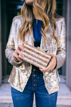 GMG gold sequin blazer #clutch #holidaylook #holidayparty #Christmas #NewYearsEve #NYE #wintertime #howtowear