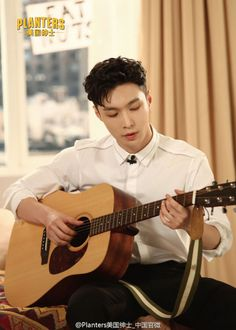 Lay - 160927 Planets weibo update Credit: Planters.