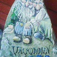 What do you do with stones? :) Yeah , you paint it :) #lovenature #stone #artofnature #stoneart #troll #trolls #sten #art #painting #welcome # välkommen #stenmålning #artofstones #drawing #myartworks #nature #folktroväsen #folktro #väsen #artwork #creative #creture  #illustrationart #illustrations #illustration #colorful #trolltyg  #trolltygitomteskogen  #fantasy #fariytail  #outdoor