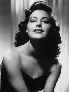 Ava Gardner - Does it get any more glamorous than this? Ava Gardner was a starlet and singer whose sense of ambition and drive took her from being a sharecropper's daughter to one of Old Hollywood's most renowned actresses. Hollywood Stars, Old Hollywood Glamour, Golden Age Of Hollywood, Classic Hollywood, Hollywood Glamour Photography, Hollywood Cinema, Hollywood Icons, Hollywood Actresses, Ava Gardner