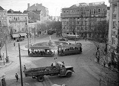 Lisboa de Antigamente: Largo de Dona Estefânia: a Fonte de Neptuno Places In Portugal, Portugal Travel, Old Photos, Vintage Photos, Lisbon Tram, Old City, Capital City, Places To Travel, Spain