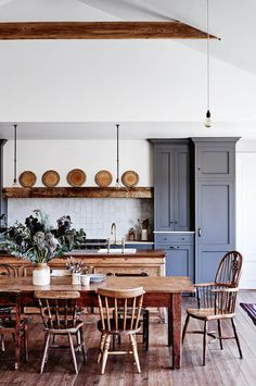 house: A family farmhouse in the Macedon Ranges This kitchen was designed around an antique wooden beam.This kitchen was designed around an antique wooden beam. Home Decor Kitchen, Interior Design Kitchen, Home Kitchens, Kitchen Ideas, Kitchen Themes, Country Interior Design, Kitchen Layouts, Decorating Kitchen, Interior Plants