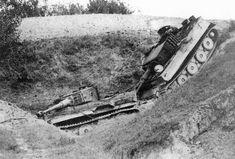 Panzerkampfwagen VI Tiger (8,8 cm L/56) Ausf. E (Sd.Kfz. 181) Nr. 324 | On peut lire page 216 de l'ouvrage Tigers in Combat I (p. 216) : « On 14 September 1944, Tiger 312 missed a bend in the dark and slid down this steep slope. The following tank did not do any better. Both tanks had to be blown up. » L'accident se produisit lors d'un déplacement de la 3./schwere Panzer-Abteilung 504 entre les villes de Forlimpopoli et Rimini, en Italie (distantes d'environ 45 Km...