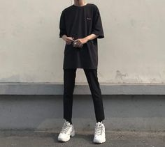 Creating the Men Minimalist Fashion Wardrobe Korean Fashion Men, Korean Street Fashion, Asian Fashion, Boy Fashion, Fashion Outfits, Fashion Boots, Style Fashion, Fashion Ideas, Womens Fashion