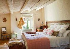 Keltainen talo rannalla: Rustiikkia, romanttista ja värikästä