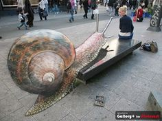 3D chalk art by Julian Beever for the Snail :)