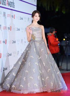 Được nhúng Sooyoung, Yoona Snsd, All Fashion, Star Fashion, Korean Fashion, Fashion Dresses, Jessica Jung, Event Dresses, Prom Dresses