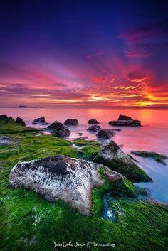Comes a New Day ~ Spain by Juan Carlos Simón on Amazing Sunsets, Beautiful Sunset, Amazing Nature, Beautiful World, Beautiful Landscape Wallpaper, Beautiful Landscapes, Landscape Pictures, Nature Pictures, Landscape Photography