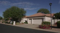 Oakwood Country Club in Sun Lakes AZ - 9318 Coopers Hawk - separate guest house - 3 bedrooms, 3 baths - http://SunLakesHomesForYour.com