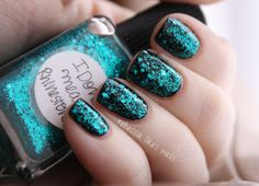 rebecca likes nails- this girl's blog is all about nail polish! tons of swatches