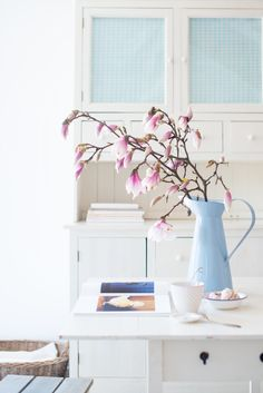Minty House Photo, Spring, Spring flowers, pastels, Ib Laursen, my home Minty House, Happy House, Happy Colors, Spring Flowers, Magnolia, Glass Vase, Interior Design, Blue Interiors, Lovely Things