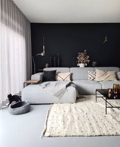 Small Living Rooms, Living Room Modern, Living Room Sofa, Home Living Room, Living Room Decor, Black Room Design, Sofa Design, Interior Design, Salons Cosy