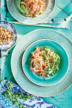 Salade de chou-rave asiatique Style Asiatique, Salad Recipes, Healthy Recipes, White Food, One Pot Pasta, Meal Planning, Salads, Spaghetti, Vegan