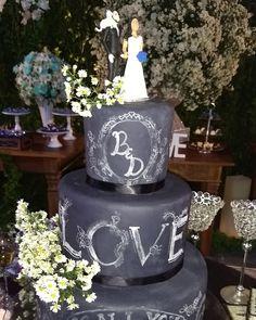 Sobre ontem... Amor com uma pegada rock and roll ❤️❤️  Bolo: Claudia Vianna da C&C Festas.  #casamentobrunaedayan #inesquecivelcasamento #cerimonialistasimonereis #noivinhadasi #casamento #love #amor #cerimonialistasbrasil #cerimonial #cerimonialista #errejota #rj