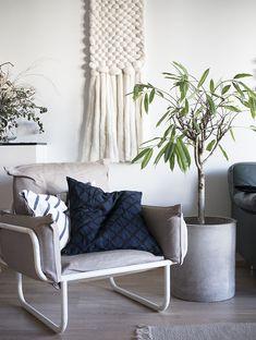 Marimekko / Puetaan koti osa I Scandinavian Design, House Styles, Decor, Interior Design, Living Room, Interior, Marimekko, Home Decor, Room