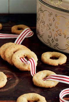 Vi har samlet 10 lækre julekager, der hører julen til. Få de lækre opskrifter her!