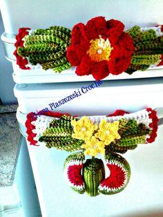 PUXADOR D GELADEIRA HORIZONTAL MELANCIAS Fridge Handle Covers, Crochet Towel, Crochet Kitchen, Crochet Crafts, Crochet Flowers, Needlepoint, Knitting Patterns, Crochet Ornaments, Crochet Carpet