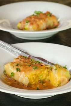 Vegetarian stuffed cabbage rolls recipe. Stuffing had potatoes, carrots, onions and broccoli! Easy recipe here!