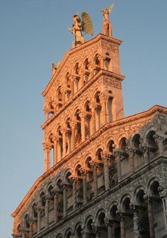 SACI fieldtrips include Lucca.  http://www.saci-florence.edu/17-category-study-at-saci/90-page-field-trips.php