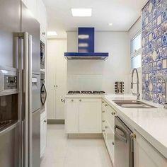 A nossa linha de azulejaria foi escolhida pelo escritório @piloniarquitetura para ornamentar a cozinha decorada.
