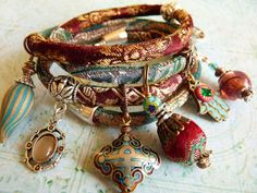 Red wine brocade wrap bracelet van ellivira op Etsy