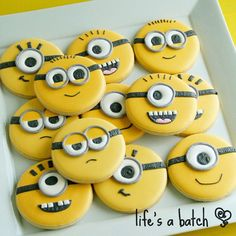 Minion cookies for a minion theme baby shower Cookies For Kids, Fancy Cookies, Iced Cookies, Cute Cookies, Royal Icing Cookies, Cupcake Cookies, Sugar Cookies, Minion Cupcakes, Minion Party