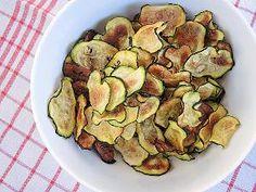 Selbst gemacht: Zucchini-Chips bieten geschmackliche Abwechslung und sind die gesunde Alternative zu fettigen Chips aus der Tüte.