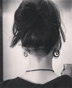 #undercut #womensundercut #napecut #undershave