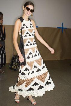 Oscar de la Renta Spring 2019 Ready-to-Wear Collection - Vogue Women's Runway Fashion, Crochet Fashion, Fashion Show, Dresses For Teens, Trendy Dresses, Nice Dresses, Bikinis Crochet, Couture Vintage, Traditional Dresses