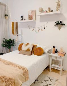 Room Makeover, Room Inspiration Bedroom, Redecorate Bedroom, Minimalist Room, House Rooms, Small Room Bedroom, Room Decor, Room Decor Bedroom, Dorm Room Decor