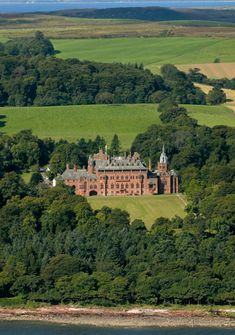 Mount Stuart House, on the Isle of Bute, Scotland © Jeremy Sutton-Hibbert / Alamy