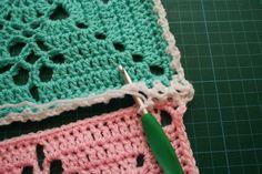 Aurelia's Little Room: Tutorial: Simple Joining Square Technique Joining Crochet Squares, Granny Square Crochet Pattern, Crochet Stitches Patterns, Crochet Motif, Diy Crochet, Joining Yarn, Moogly Crochet, Crochet Projects, Zig Zag