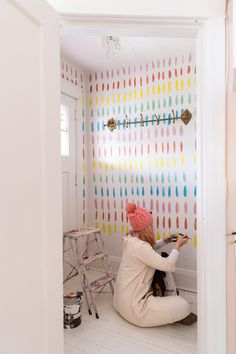 Tiffany Pratt's DIY Free-Hand Wallpaper is Your Answer to Boring White Walls - Wall Treatments Decoration Inspiration, Room Inspiration, Hand Wallpaper, Colour In Wallpaper, Playroom Wallpaper, Tiffany Pratt, Diy Casa, Style Deco, Big Girl Rooms