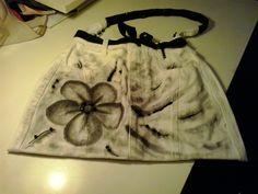 borsa (tessuto jeans di recupero, disegno a mano, paiettes e perline)