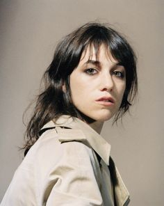 Charlotte Gainsbourg photographie Horst Diekgerdes,like this make up style Charlotte Gainsbourg, Gainsbourg Birkin, Serge Gainsbourg, Jane Birkin, Kate Barry, French Actress, French Girls, Helmut Lang, Belle Photo